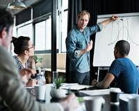 Clique para agendar a visita de uma consultora e conheça a segurança e os benefícios legais que contratar um aprendiz podem trazer para sua empresa.